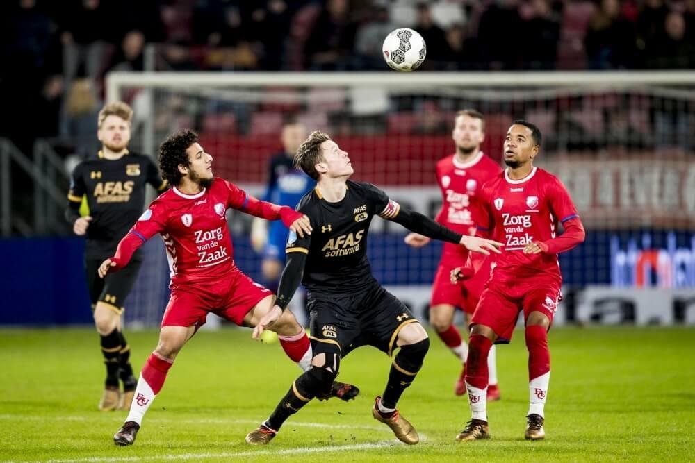 Utrecht en AZ in evenwicht bij debuut De Jong