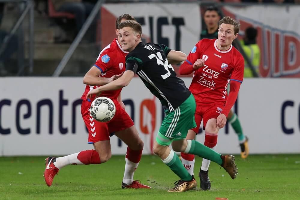 Van Persie debuteert met remise bij Feyenoord