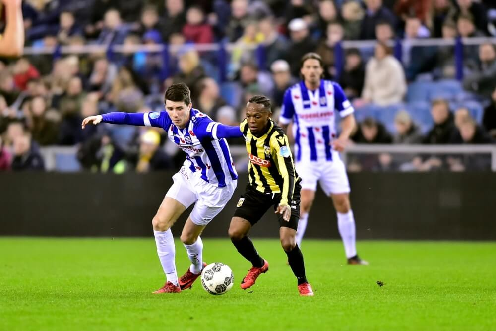 Vitesse wint opnieuw niet thuis; Van Amersfoort redt punt met beauty