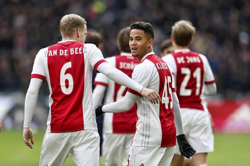 Ajax met moeite langs FC Twente
