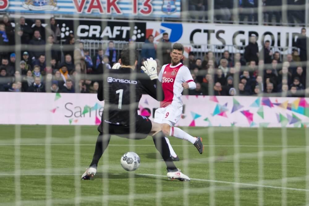Ajax profiteert optimaal van puntverlies PSV door winst bij PEC