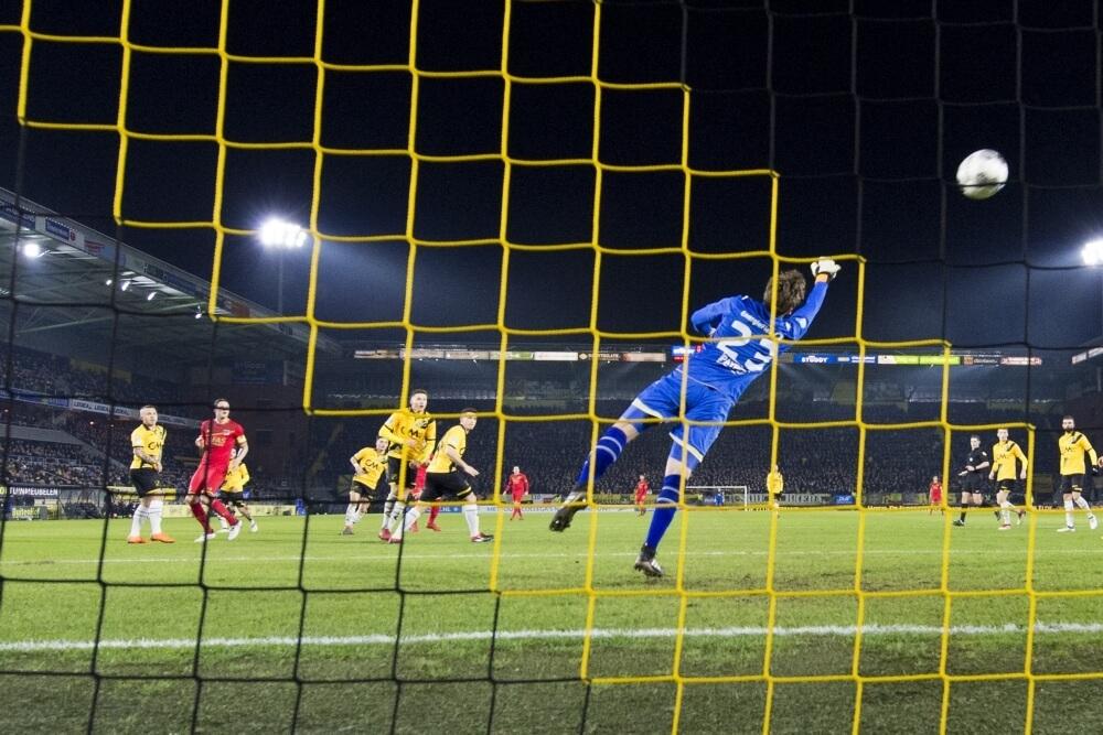 AZ wint eenvoudig op bezoek bij NAC Breda
