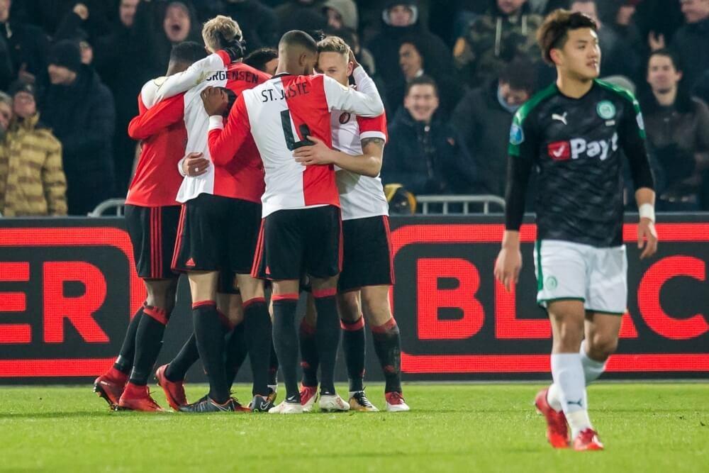 Fraai doelpunt Van Persie hoogtepunt bij winst Feyenoord