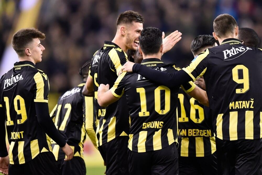 Vitesse wint gemakkelijk van Groningen