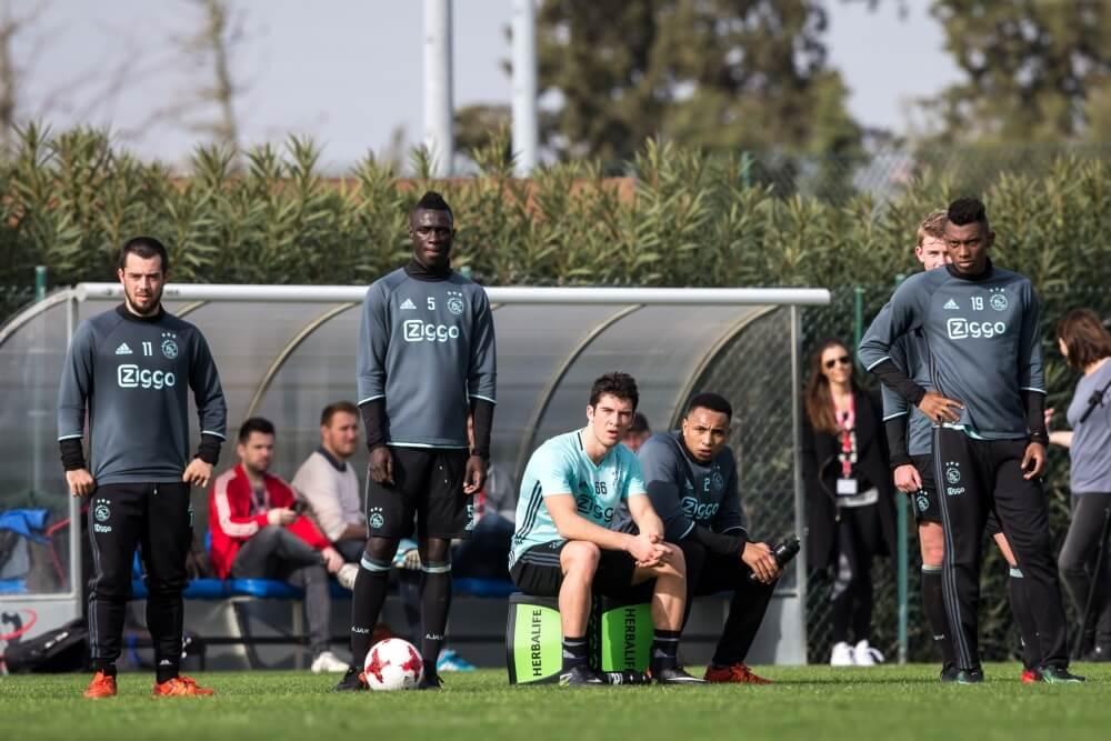 Ajax-aanvaller weigert in te vallen