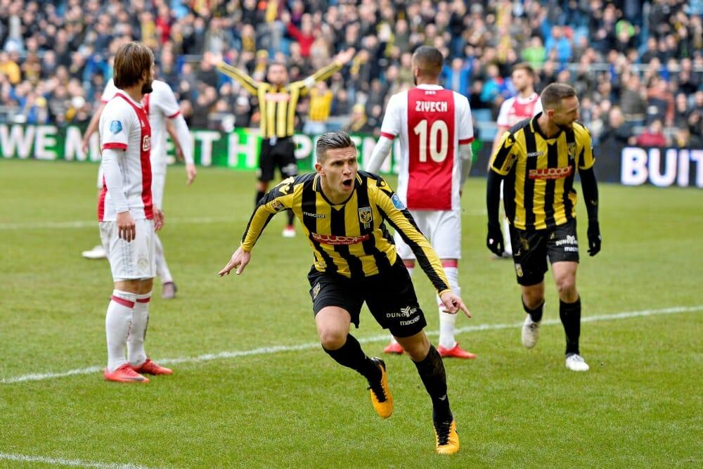 Ajax kan titel vergeten na nederlaag bij Vitesse