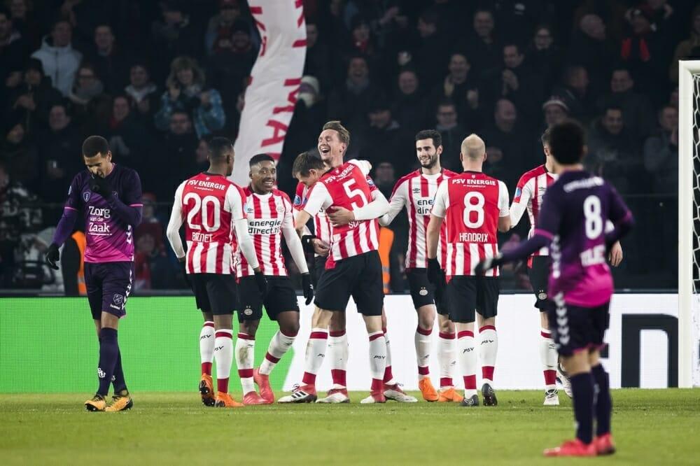 Efficiënt PSV maakt geen fout in strijd om landstitel