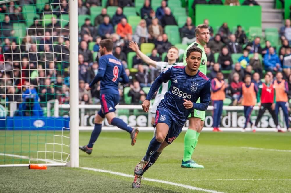 Huntelaar redt Ajax op bezoek bij Groningen