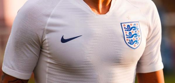 Briljant! Wat doe je als het shirt van de Three Lions nergens meer te krijgen is?