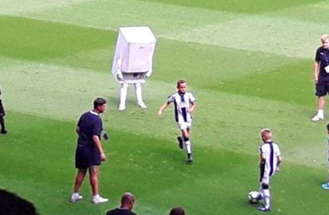 Dit is de bizarre nieuwe mascotte van West Bromwich Albion: Boilerman