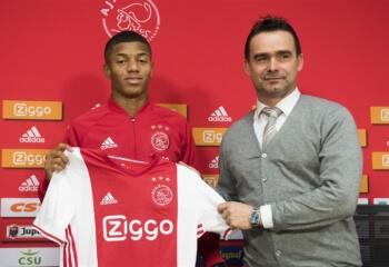 Ajax drukt transfergeruchten de kop in en deelt nieuw contract uit